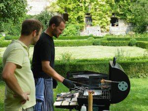 Ludwig Fischbach am Grill im Schlossgarten in Zeilitzheim