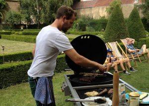 BBQ bei Wein von 3 im Schlossgarten