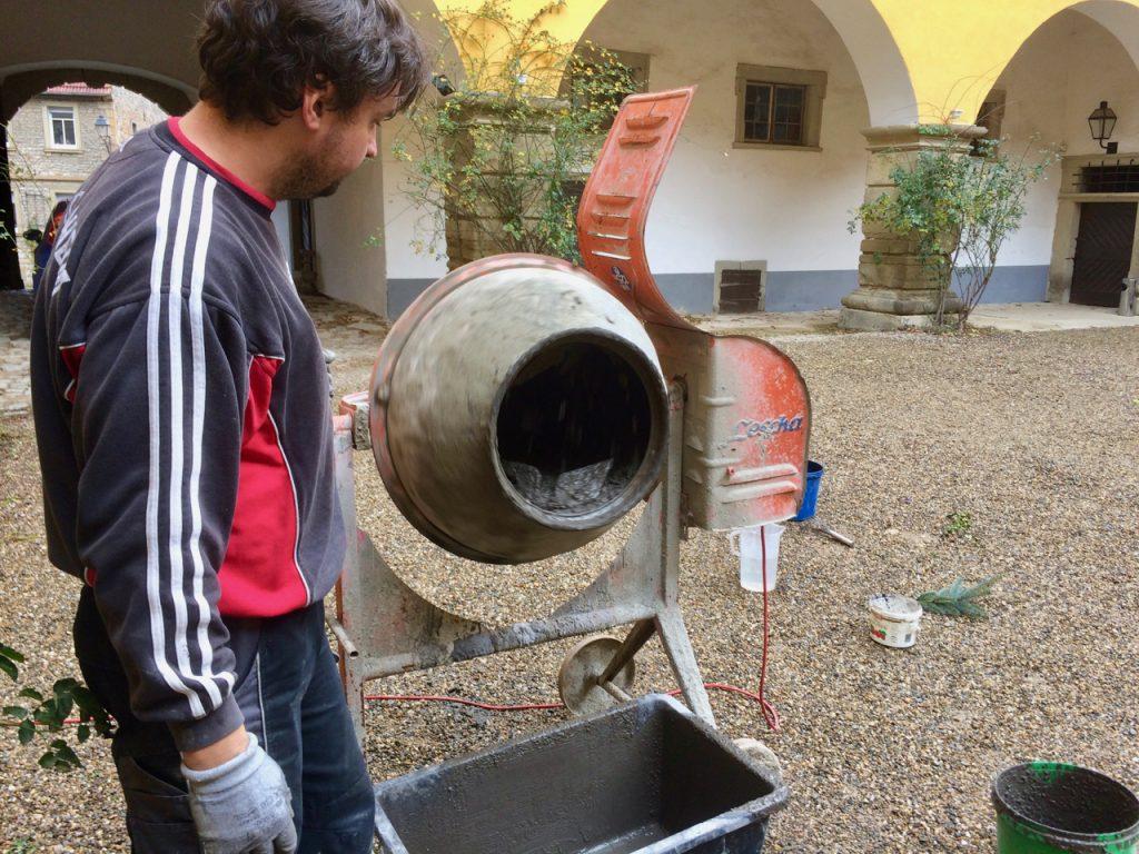 Beton mischen für Theke Vinothek