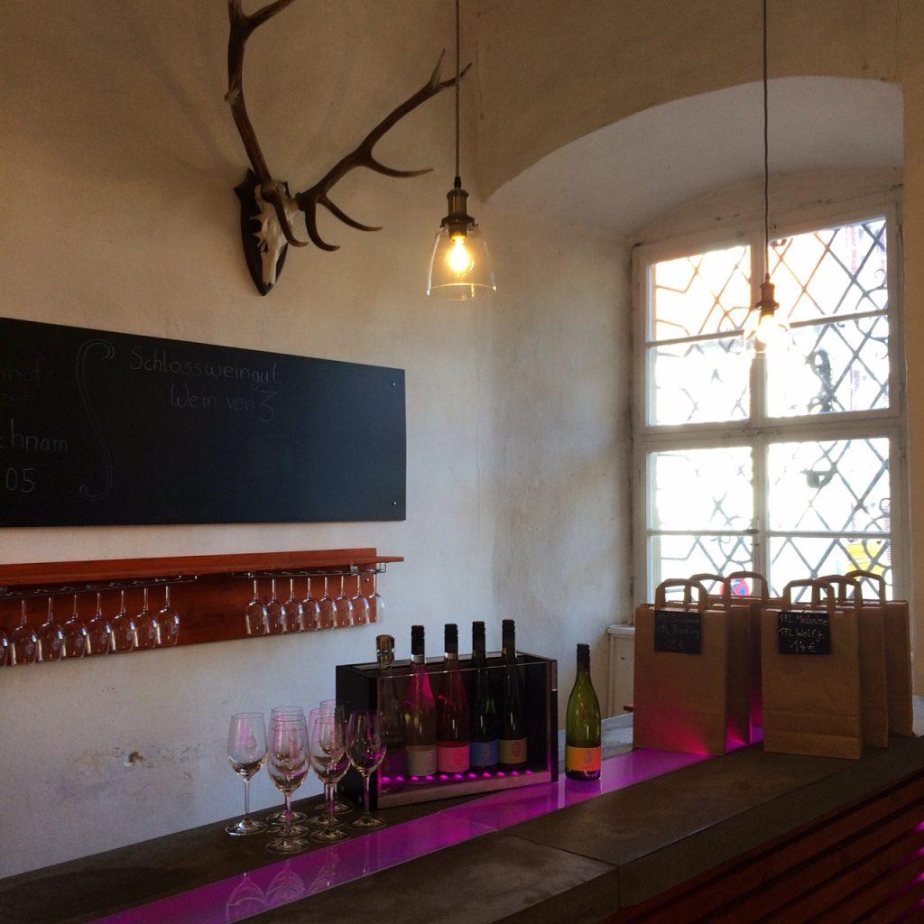 Vinothek Weingut Wein von 3 in Franken